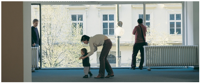 Roman Ondak, Teaching to Walk, 2002